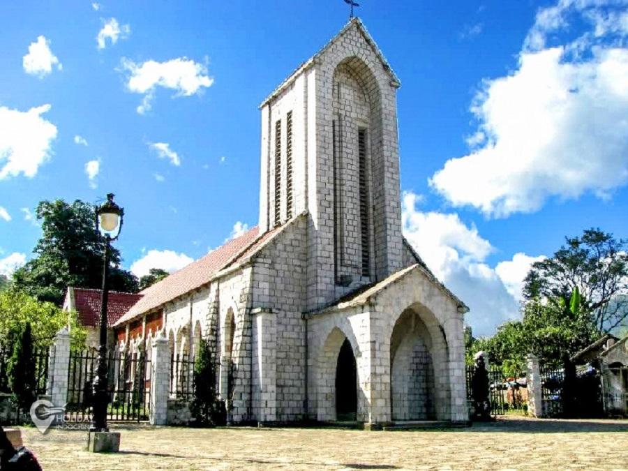 Nhà thờ cổ được du khách check-in rất nhiều tại Fansipan
