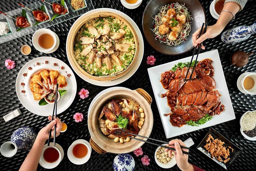 Ăn uống tại nhà hàng ở chân núi Thần Tài (Đà Nẵng)