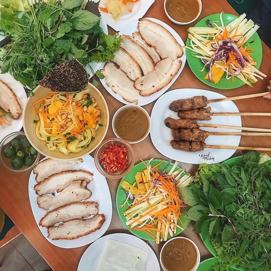 Bánh tráng cuốn thith heo - món ăn không thể bỏ qua khi đến với Đà Nẵng