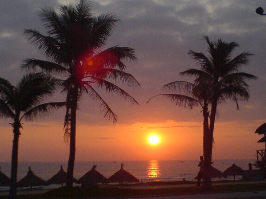Đón bình minh trên bãi biển Mỹ Khê (Đà Nẵng)