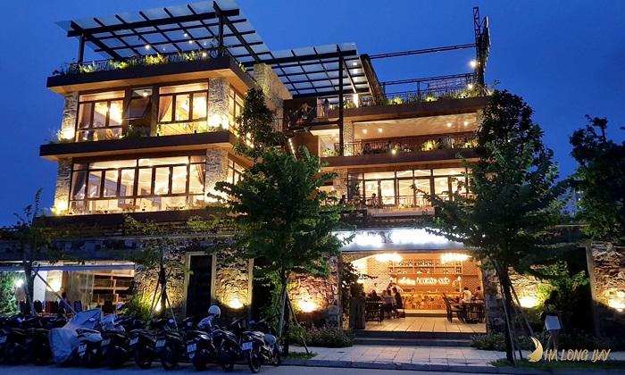 Không gian nhà hàng Phương Nam (Bãi Cháy) lung linh ánh đèn