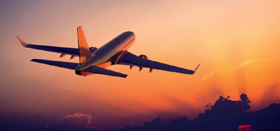 Máy bay - phương tiện được nhiều du khách lựa chọn trong thời gian gần đây