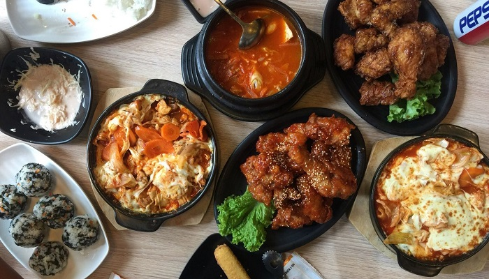 Papa's Chicken - quán ăn về gà nổi tiếng ở Cầu Giấy