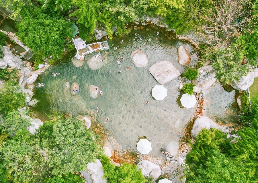Suối nước nóng - hoạt động yêu thích tại núi Thần Tài (Đà Nẵng)