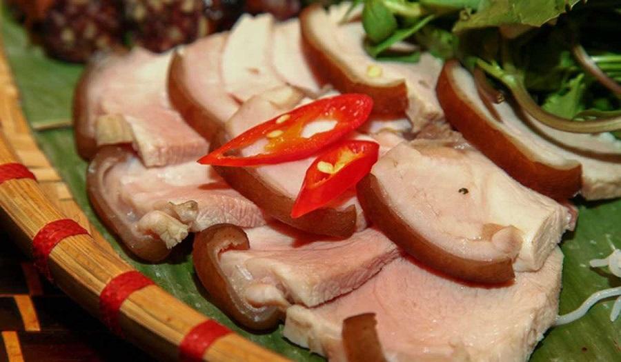 Thịt lợn mán thui luộc mang hương vị rất đặc biệt