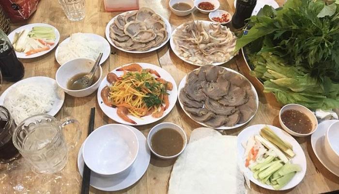 Nhà hàng Đồng Xanh nổi tiếng với món heo