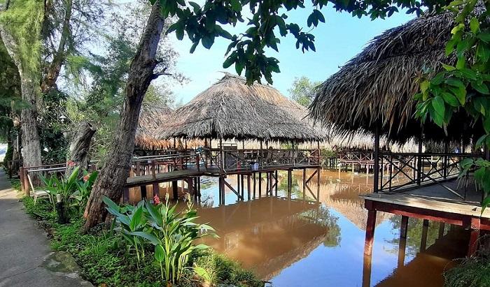 Không gian sông nước của nhà hàng Hoa Sứ