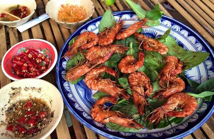 Món ăn dân giã tại quán Sông Quê